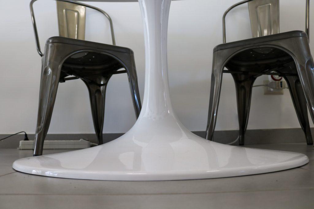 tavolo-rotondo-bianco-fusione-alluminio