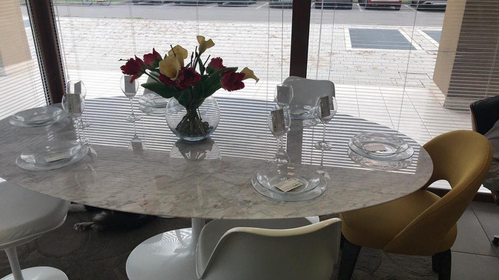 Tavolo Tulip marmo di Carrara